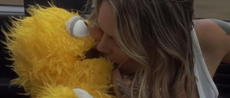 """Tove Lo tá se pegando com um Muppet no clipe de """"Disco Tits"""""""
