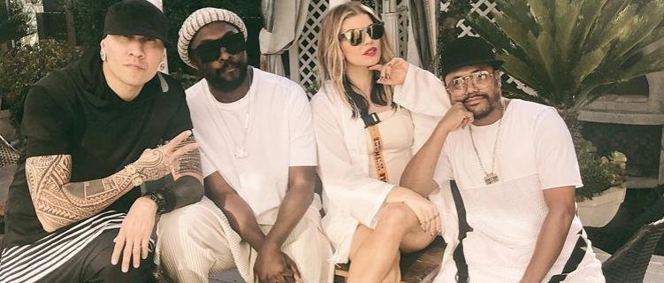 Nosso Black Eyed Peas tá vivo?! Fergie posta foto com o grupo no Instagram