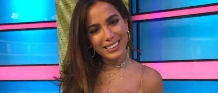 No Chile, Anitta fala sobre situação política no Brasil e cobrança de posicionamentos