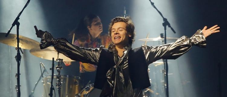 Harry Styles, príncipe do rock, faz São Paulo gritar enlouquecidamente