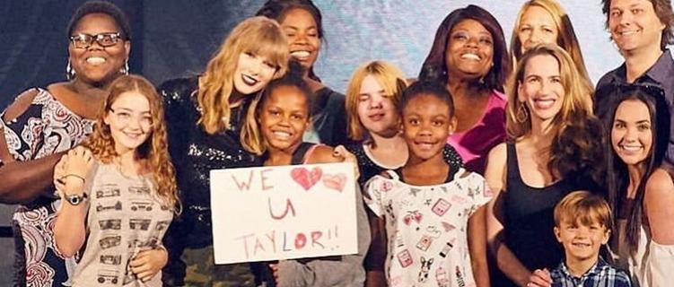 Taylor Swift convidou 2 mil famílias adotivas para assistir último ensaio da nova turnê