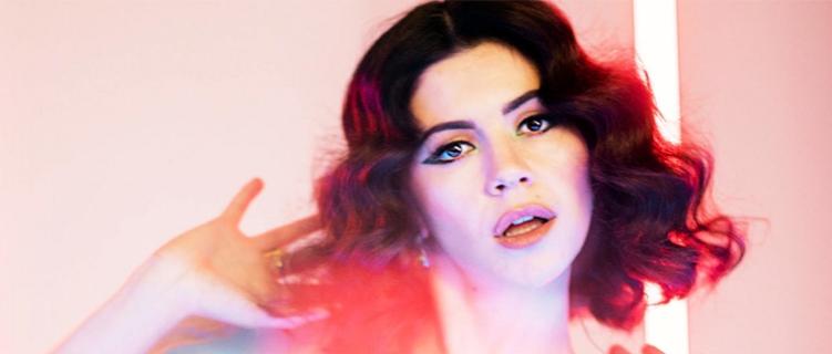 """Disco novo da Marina tá chegando! """"Vejo vocês no outono!"""""""