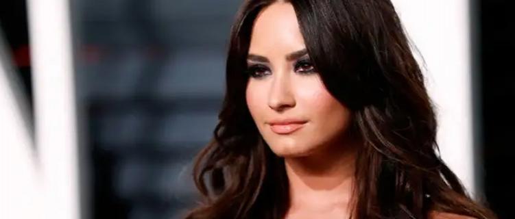 Demi Lovato pretende continuar na reabilitação até o final do ano, diz site