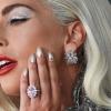 Anel de noivado de Lady Gaga é avaliado em 1 milhão e 500 mil reais, de acordo com especialista
