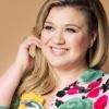 """Kelly Clarkson sobre novo álbum: """"Foi o primeiro que não liguei para minha mãe querendo desistir"""""""