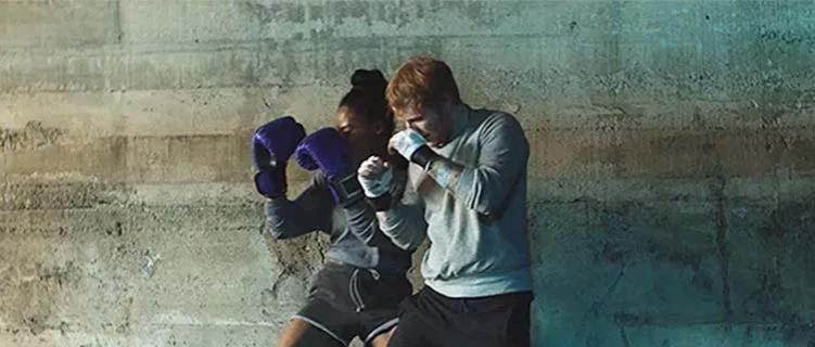 """Ed Sheeran consolida """"Shape Of You"""" como segundo clipe mais visto no YouTube atingindo 4 bilhões de visualizações"""
