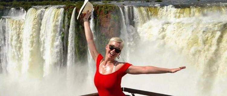 ATENÇÃO: Katy Perry está a poucos metros do Brasil